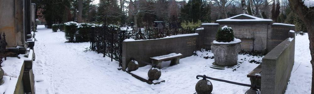 Zu Besuch bei Georg Wertheim auf dem Dreifaltigkeitsfriedhof, Berlin