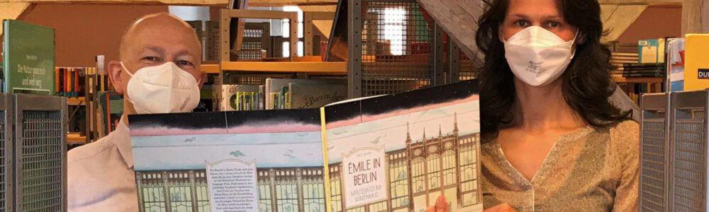 Buchspende für die Stadtbibliothek Stralsund